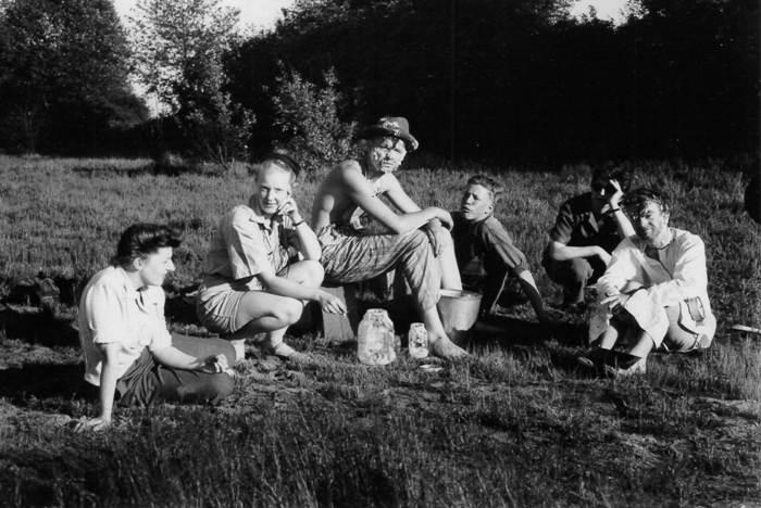 A break on location for <em>Glub</em>, 1947. (courtesy Stan Fox)